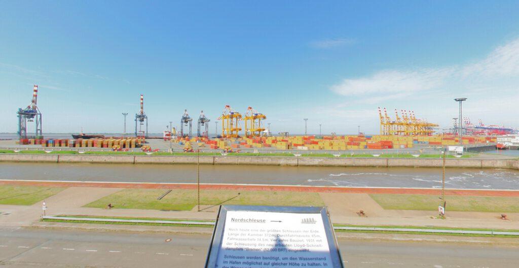 Bremerhaven - Container-Aussichtsturm Nordschleuse