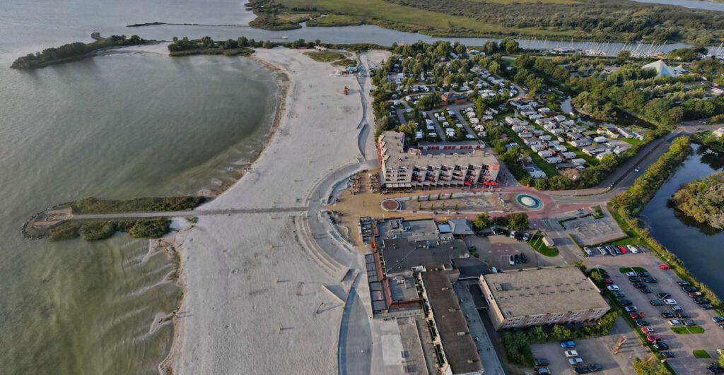 Makkum - De Holle Poarte and Beach